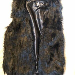 Sweaters - Black fur vest